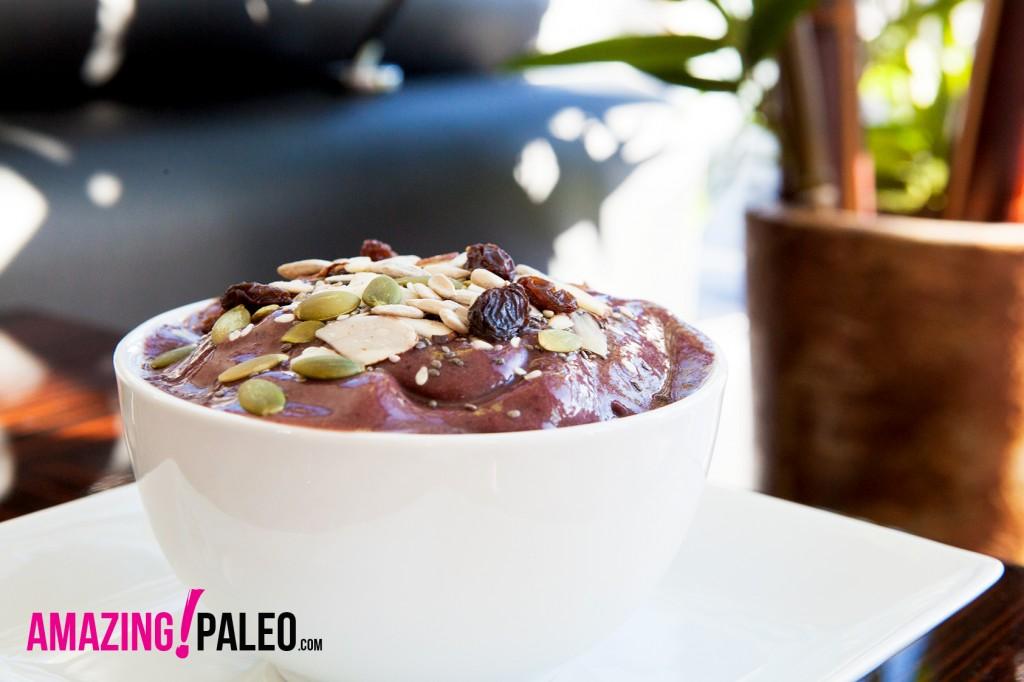 Paleo Açaí Bowl recipe. So healthy and delicious!